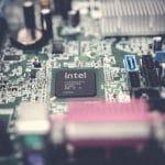 شركة أنتل تكشف عن مُعالجات جديدة ثلاثية الأبعاد بتقنية 10 نانومتر الموفرة للطاقة